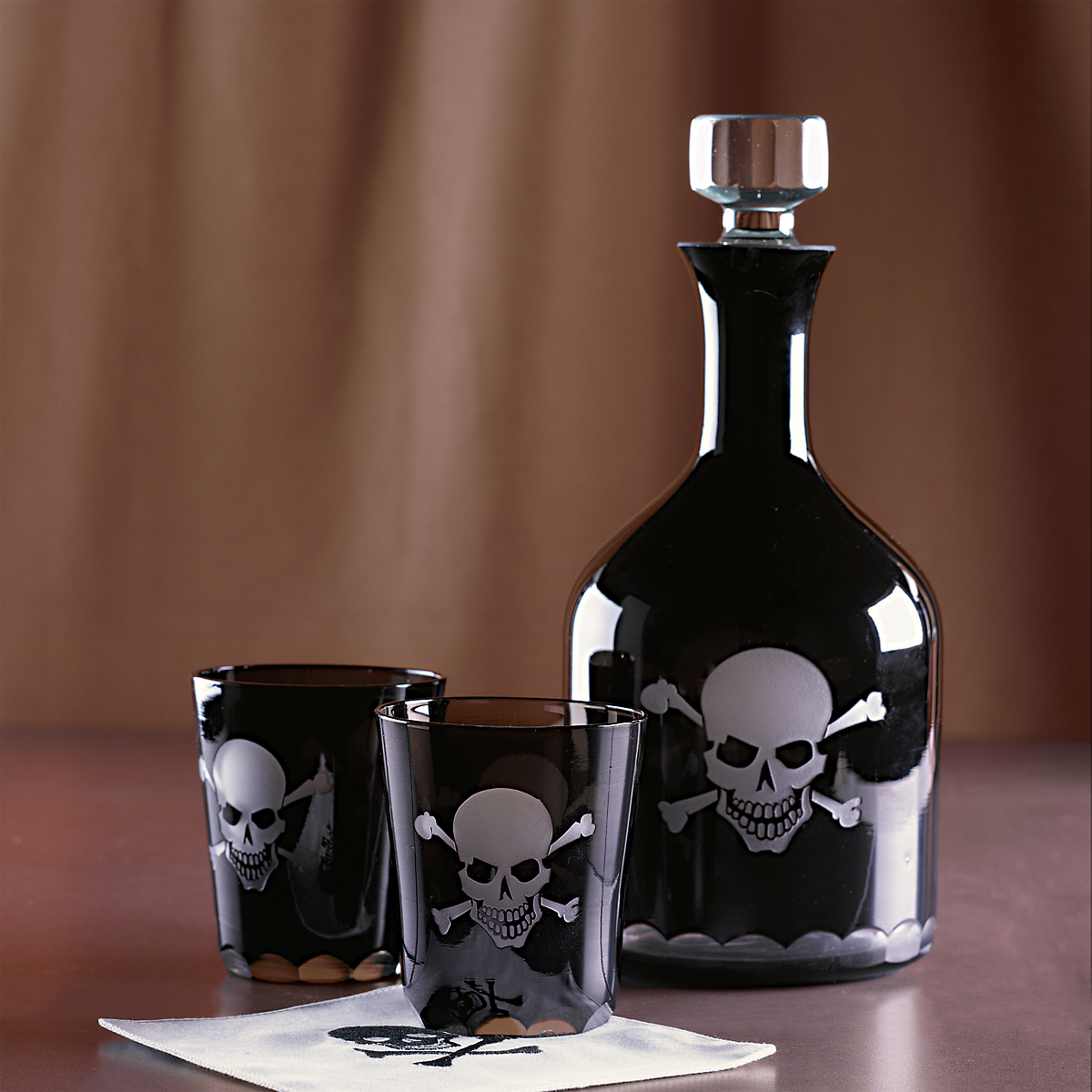 Skull decanter glasses gump 39 s Classy halloween decorations