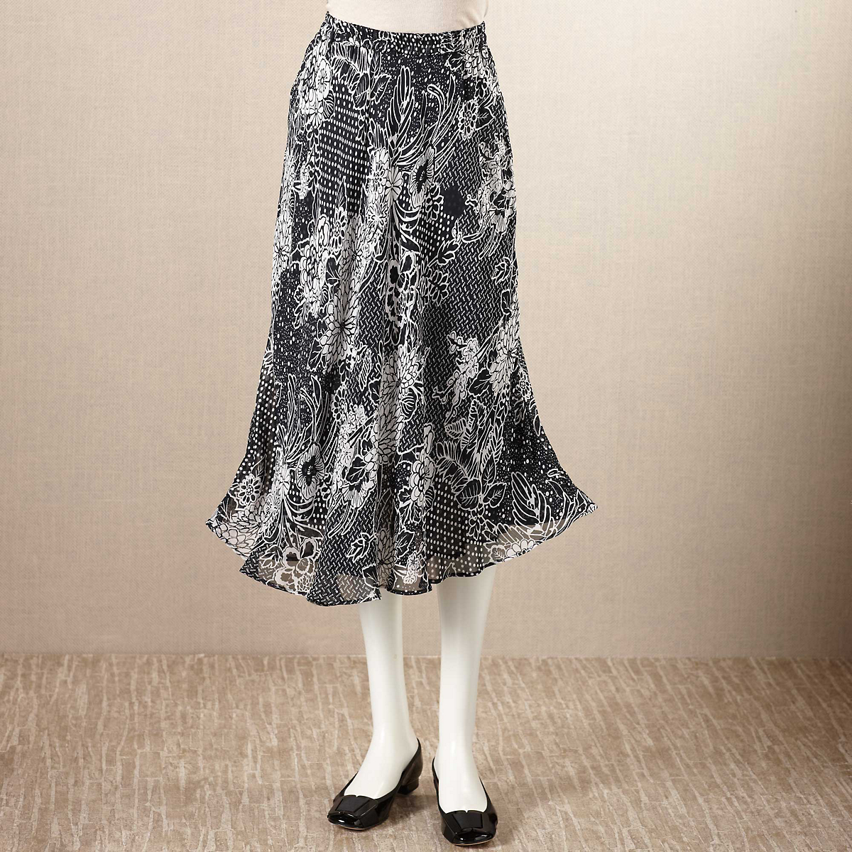 Reversible Black & White Travel Skirt