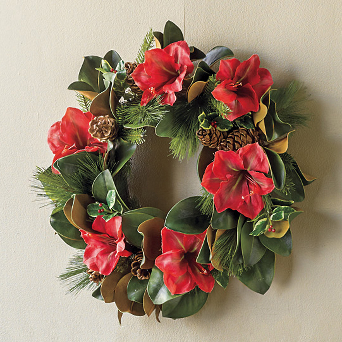 Holiday amaryllis wreath gump 39 s for Amaryllis christmas decoration