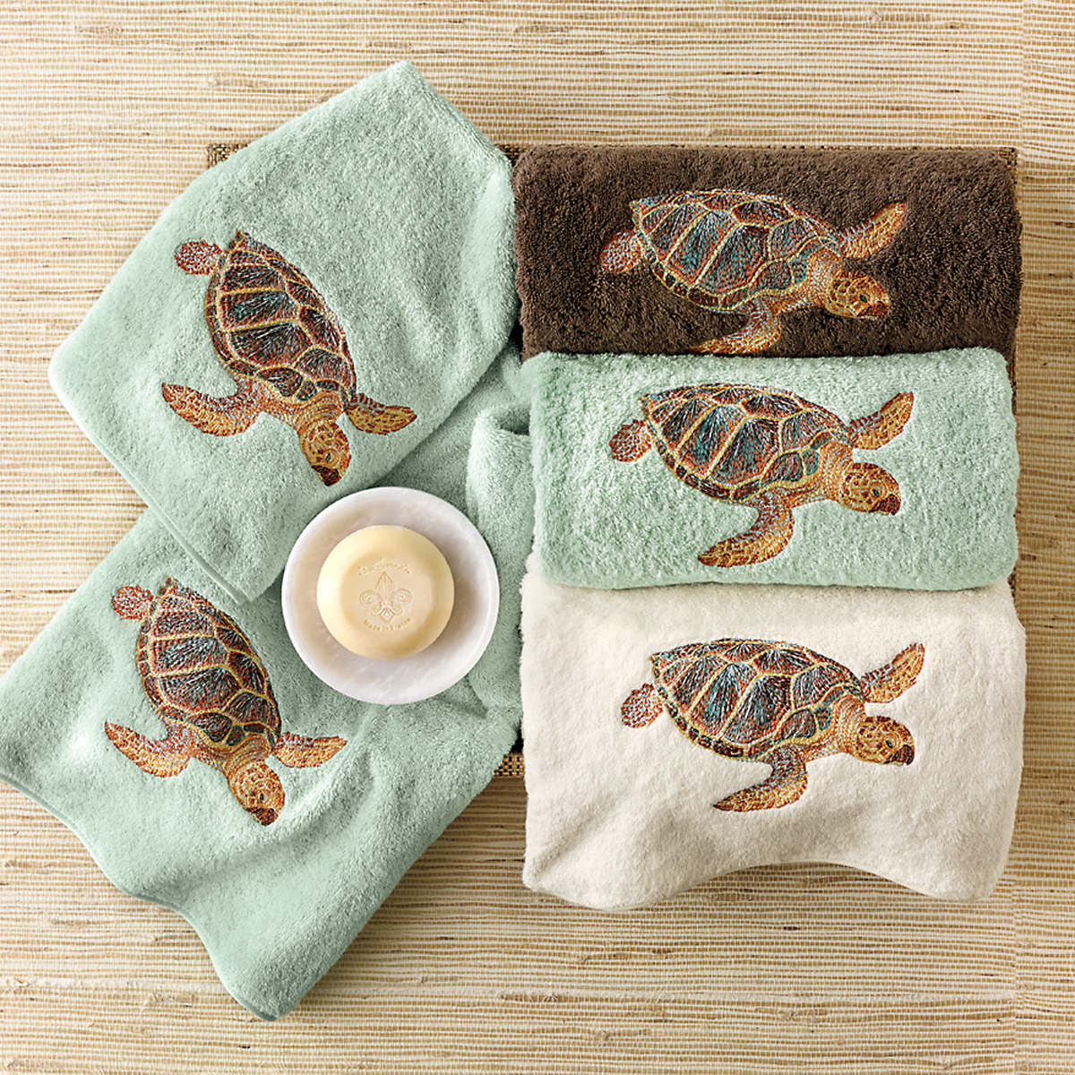 Sea turtle bath towels brown gump 39 s for Sea bathroom accessories
