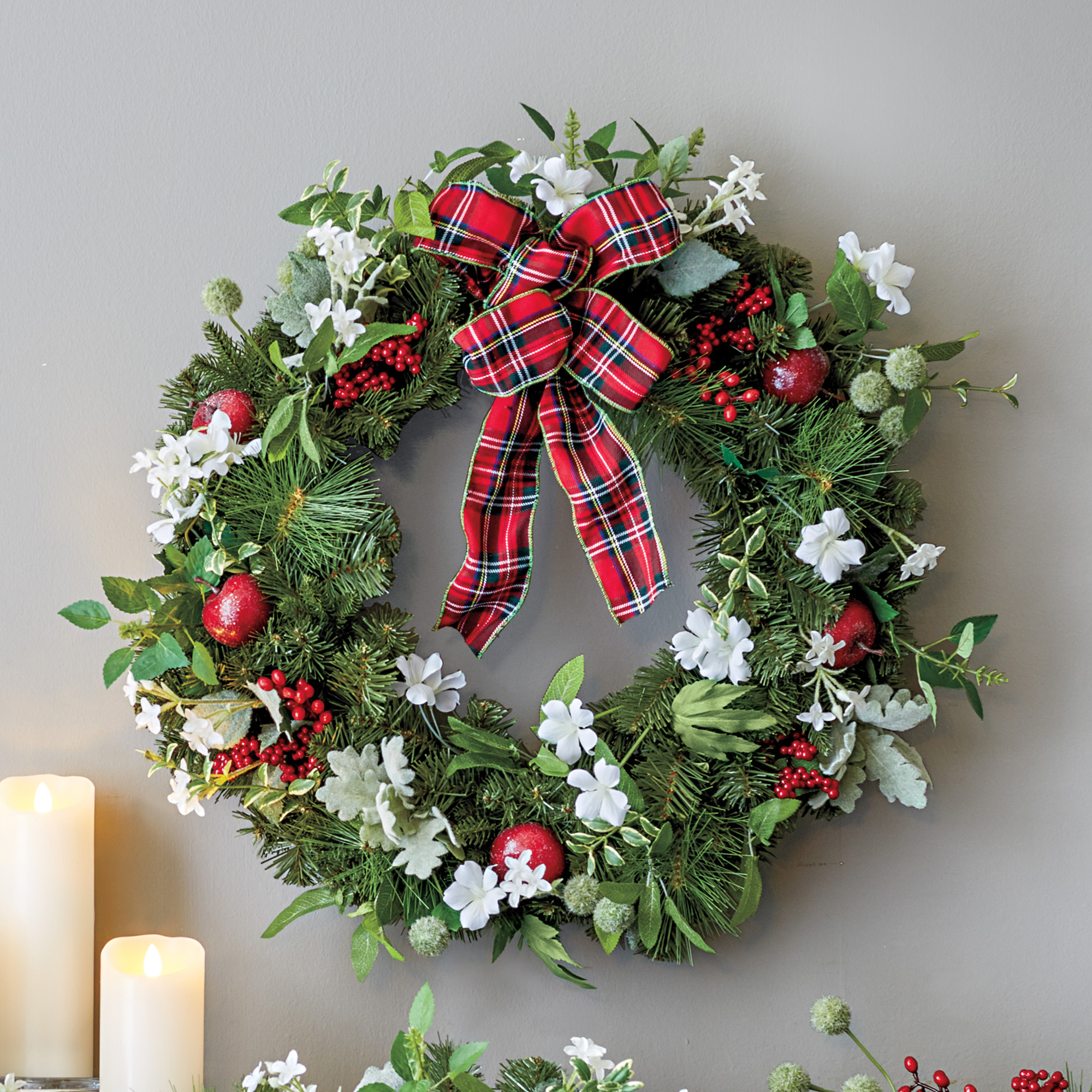 Paperwhite & Berry Wreath