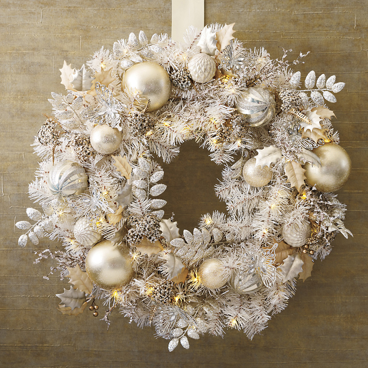 Pre-Lit Winter Garden Wreath