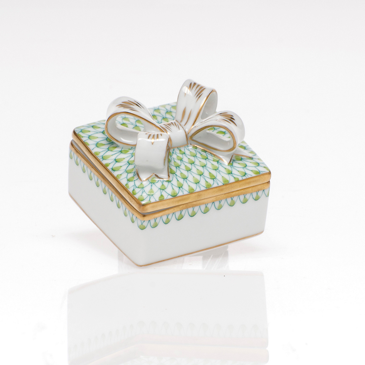 Herend Box with Bow, Keylime