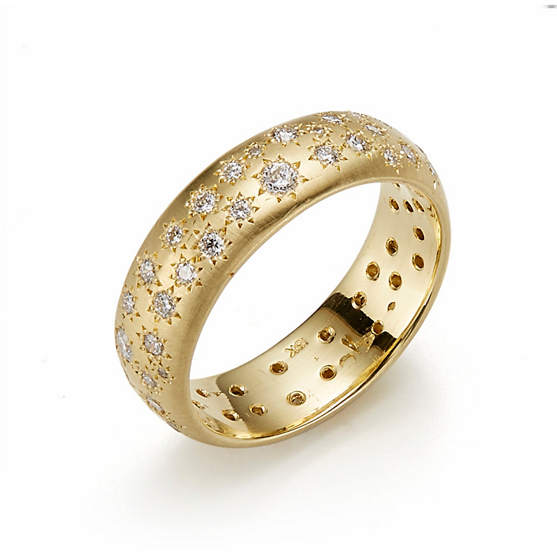 Adel Chefridi Scattered Diamonds on a Rounded Band Ring