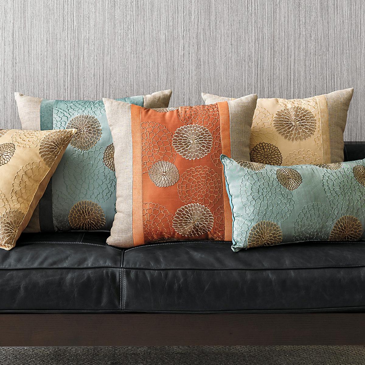 Chrysanthemum Obi Pillow